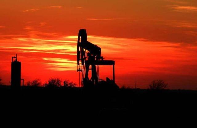 石油是怎么形成的,目前全世界的石油还能用多少年